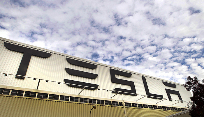 Daimler AG sells shares Tesla Motors